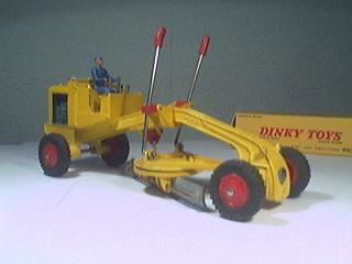 niveleuse dinky toys
