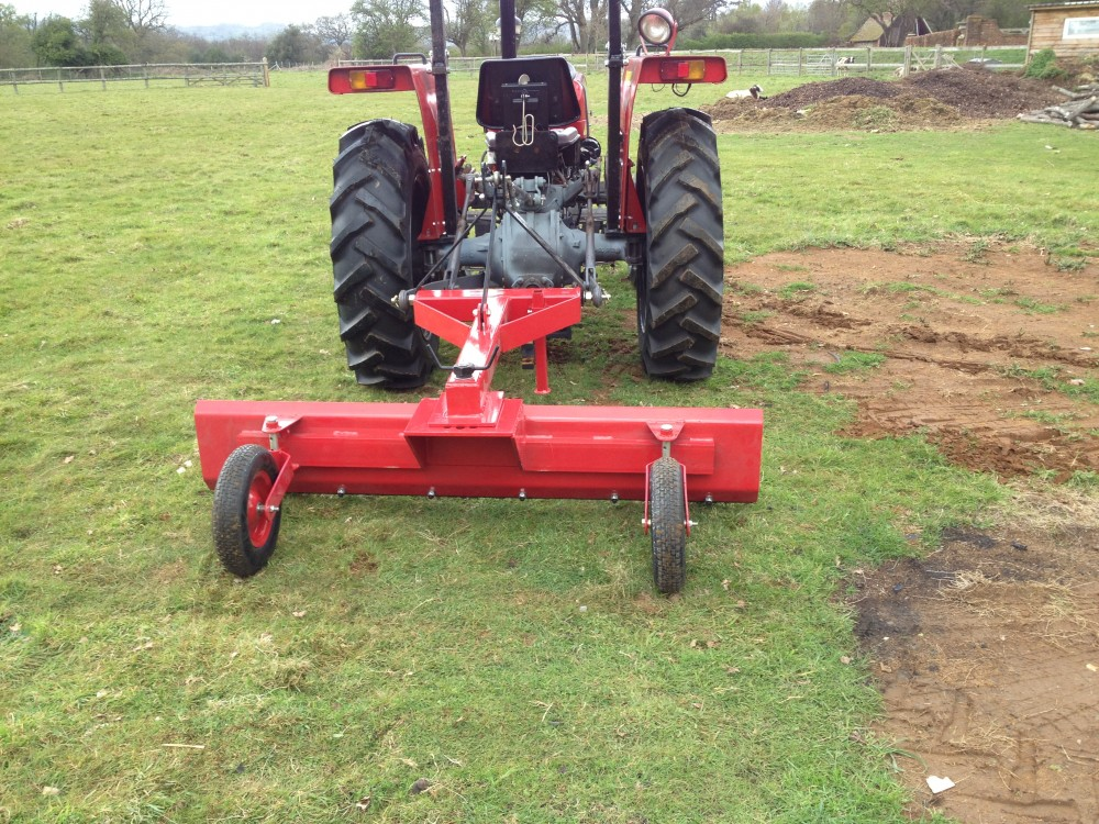 niveleuse pour micro tracteur