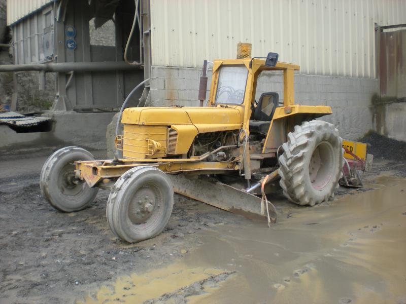niveleuse sur tracteur